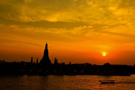 Wat Arun Rachavararam ; Arun Rachavararam Temple in bangkok thailand Stock Photo - 13694185