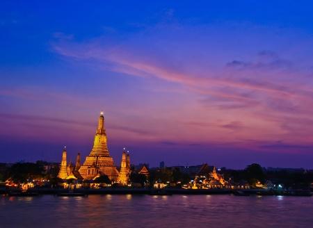 Wat Arun Rachavararam ; Arun Rachavararam Temple in bangkok thailand Stock Photo - 13694191