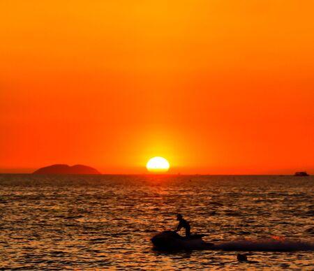 moto acuatica: puesta del sol Jet Ski vista Foto de archivo
