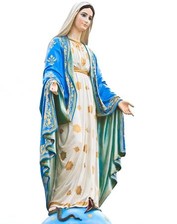 Статуя Девы Марии перед соборе непорочного зачатия