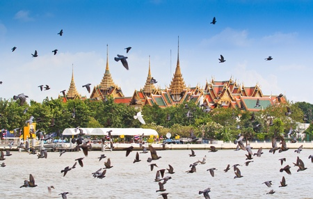 BANGKOK,THAILAND-NO VEMBER 9 Decorated barge parades past the Grand Palace at the Chao Phraya River during Fry the Kathina ceremony cloth of Royal Barge Procession on Nov  9, 2012 in Bangkok,Thailand  Stock Photo - 16943970