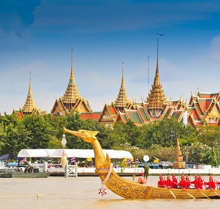 BANGKOK,THAILAND-NO VEMBER 9 Decorated barge parades past the Grand Palace at the Chao Phraya River during Fry the Kathina ceremony cloth of Royal Barge Procession on Nov  9, 2012 in Bangkok,Thailand  Stock Photo - 16943990