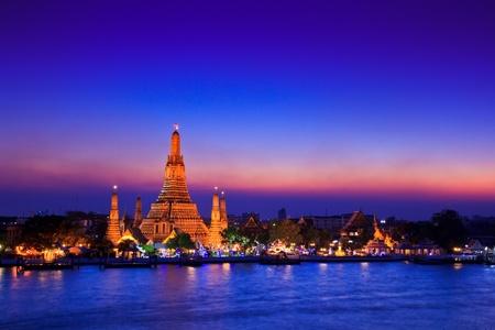 wat arun: Wat Arun Temple in bangkok thailand