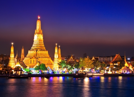 temple tower: Wat Arun Temple in bangkok thailand