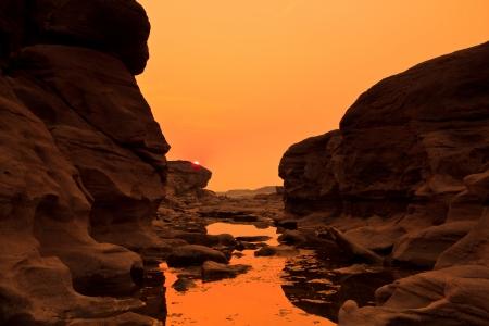 закат рок отверстия камень Посмотреть Сэм-Пан-Бок Гранд-Каньон в Таиланде
