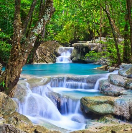 Wasserfall wunderschönen Erawan Wasserfall in Kanchanaburi Provinz Asien, Südostasien, Thailand