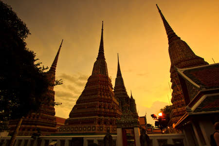 wat pho: Temple Wat Pho Twilight in the evening light in Bangkok, Thailand