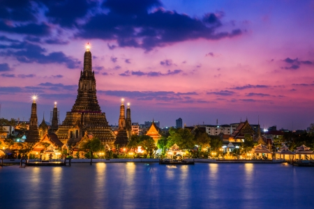 Wat Arun Temple sunset in bangkok asia Thailand  版權商用圖片