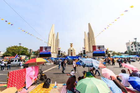 BANGKOK, THAILAND-DECEMBER 9   The big group of protestors to at Democracy monument on Ratchadumnoen road in Bangkok on December 9, 2013 in Bangkok, Thailand Stock Photo - 24303003