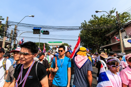BANGKOK, THAILAND-DECEMBER 9   The big group of protestors to at Democracy monument on Ratchadumnoen road in Bangkok on December 9, 2013 in Bangkok, Thailand Stock Photo - 24303014