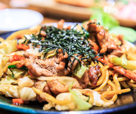 mee pok: fried noodles with beef yakisoba