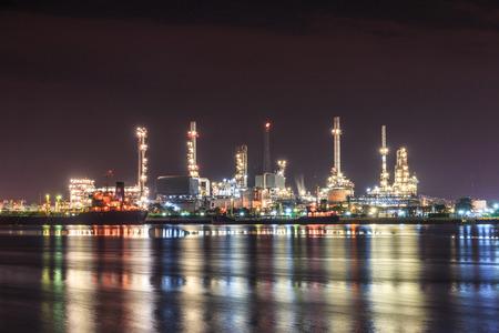 oil refinery: Oil refinery