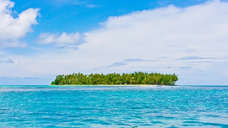 シムルエ列島、インドネシアの海の美しい熱帯の島