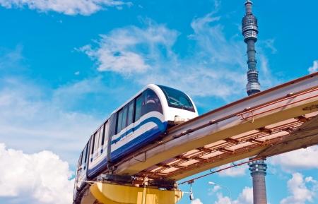 モノレールの列車とテレビ塔、オスタンキノ モスクワ, ロシア, 東ヨーロッパ都市の景観