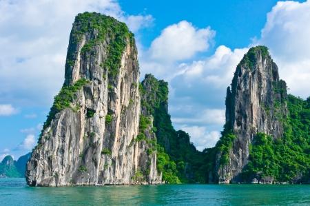 ハロン湾、ベトナム、東南アジアの山岳島の風光明媚なビュー