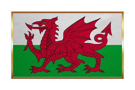 Welsh bandiera ufficiale nazionale. simbolo patriottico, bandiera, elemento, sfondo. colori corretti. Bandiera del Galles con cornice dorata, tessuto trama, illustrazione. formato esatto, il colore Archivio Fotografico