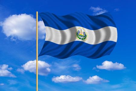 bandera de el salvador: bandera oficial nacional salvadoreña. símbolo patriótico, bandera, elemento, fondo. colores correctos. Bandera de El Salvador el asta de la bandera ondeando en el viento, cielo azul de fondo. textura de la tela