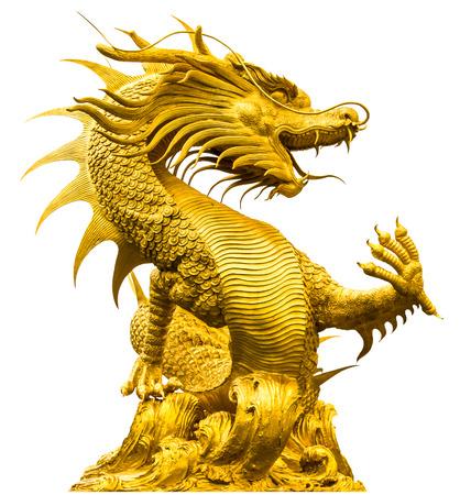 Golden dragon standbeeld op geïsoleerd op witte achtergrond