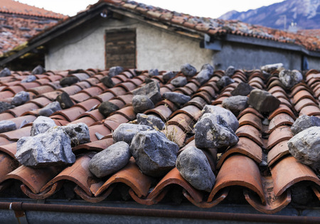Typical mediterranean roof covered with rocks. Stok Fotoğraf - 120368617