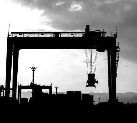 Ship cargo loading dock silhouette 版權商用圖片