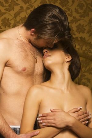 man and woman sex: Страсть пара поцелуев в спальне Фото со стока