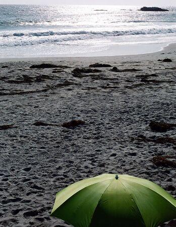 グリーン ビーチ傘 写真素材