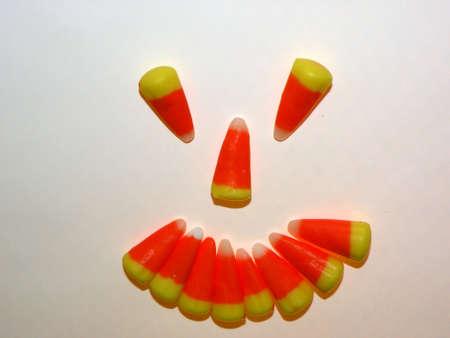 キャンディ コーンの笑みを浮かべてください。