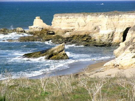A cove on the coast line of the Pacific Ocean in Central California 写真素材
