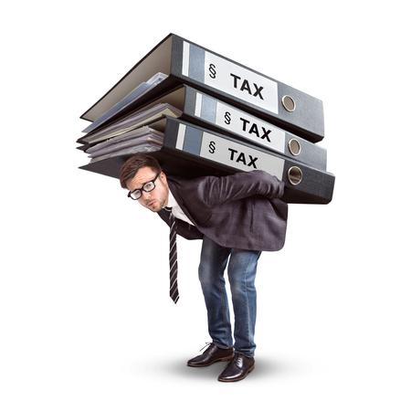 Mann, der einen riesigen Stapel Steuerordner trägt Standard-Bild