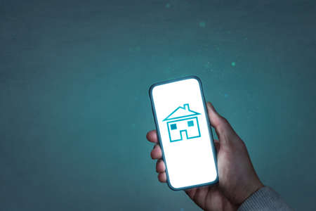 Smartphone screen showing a house symbol 版權商用圖片
