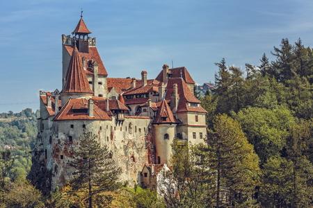 BRAN, ROMANIA - 22 SEPTEMBER, 2015: Bran Castle, ook bekend als Dracula Castle. Zijn bekendheid is gecreëerd rond het karakter van Bram Stoker, graaf Dracula, vaak geïdentificeerd als Vlad Tepes (Vlad de Impaler).