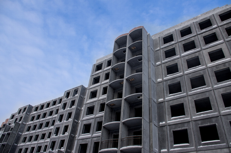 concrete commercial block: Unfinished building of reinforced concrete panels without windows