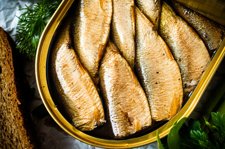 sardines: Sardines, sprats canned in a tin
