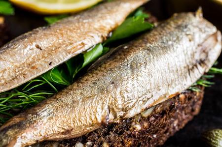 sardinas: Sandwich con sardinas, espadines con perejil y eneldo