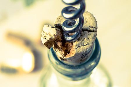 breaks: Incorrect opening wine corkscrew cork breaks