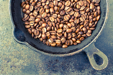 roasting: Roasting coffee in a pan in the kitchen