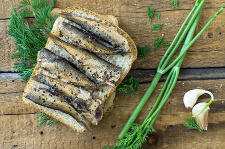 sardinas: Sandwich con sardinas vista superior desayuno r�stico Foto de archivo