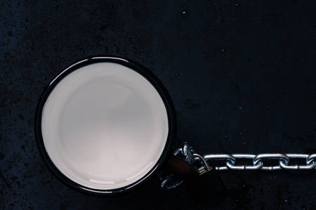 remnants: Mug with remnants of water with steel chain top view Stock Photo