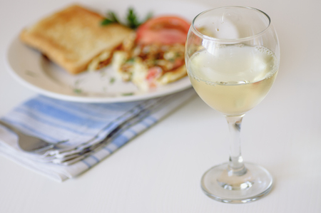 scrambled: Breakfast with white wine, omelet and toast