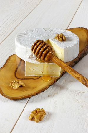 palatable: Soft cheese from cows milk: Coulommiers cheese, walnuts and honey