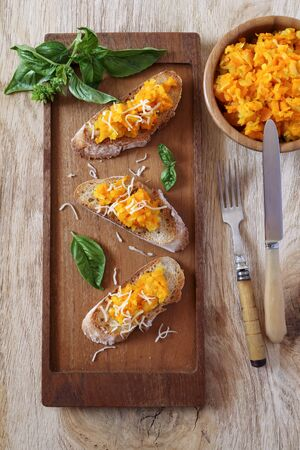 Appetizer: Bread topped with carrots and grated cheese