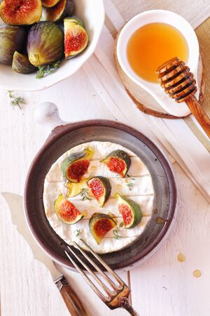 lactic: Ripe figs, Camembert cheese and honey