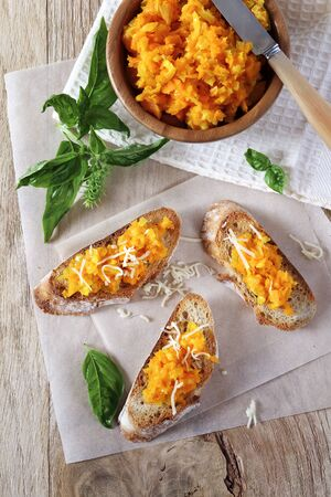 queso rayado: Appetizer: Bread topped with carrots and grated cheese