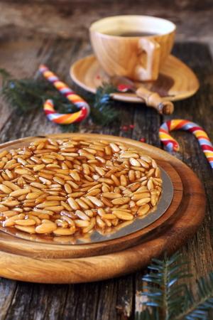 pinoli: Spagnoli da dessert: caramellato pinoli e caramelle succhiare Archivio Fotografico