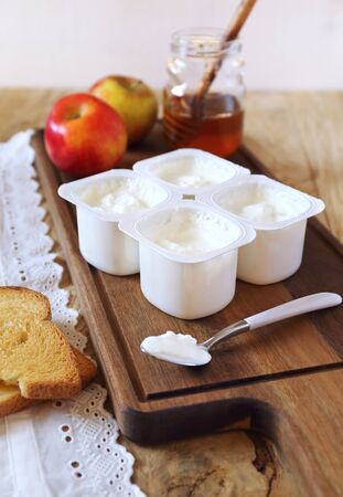 Fresh cheese, toast, honey and apples