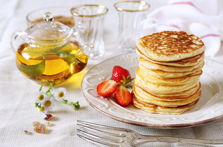 Pancakes with strawberries and herbal tea
