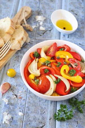 Escalivada, spanish cuisine. Vegetable salad: roasted bell pepper with onions, parsley, garlic, tomatoes and olive oil Archivio Fotografico