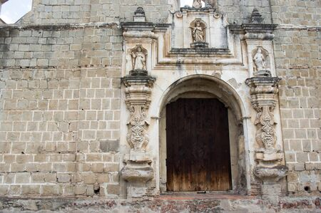 Entrance of a ancient building in Antigua, Guatemala Banque d'images
