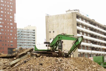Green crane on hill of debris in the center of Nijmegen, Netherlands Banque d'images