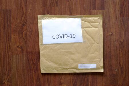 Brown air bubble envelope with COVID-19 as the address sticker Banque d'images